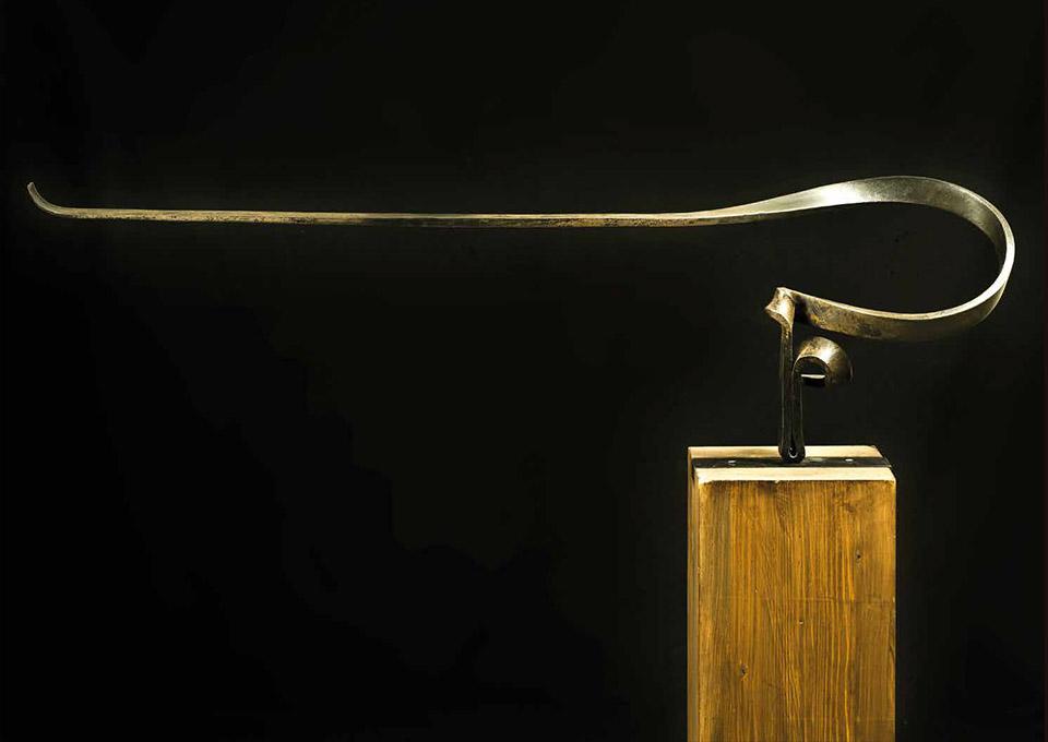 Martín Chirino, Lectura del viento, 2010 – Wrought iron, 31 x 99,5 x 17 cm